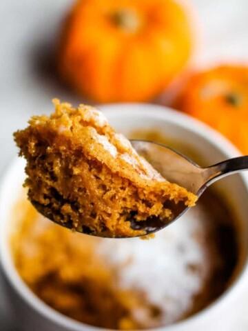 vegan pumpkin spice mug cake