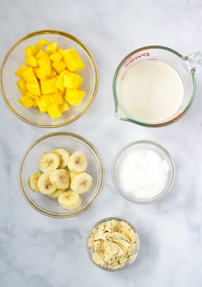 mango banana smoothie ingredients