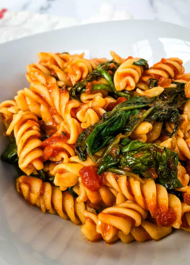 lazy vegan recipe, chickpea pasta with marinara and spinach