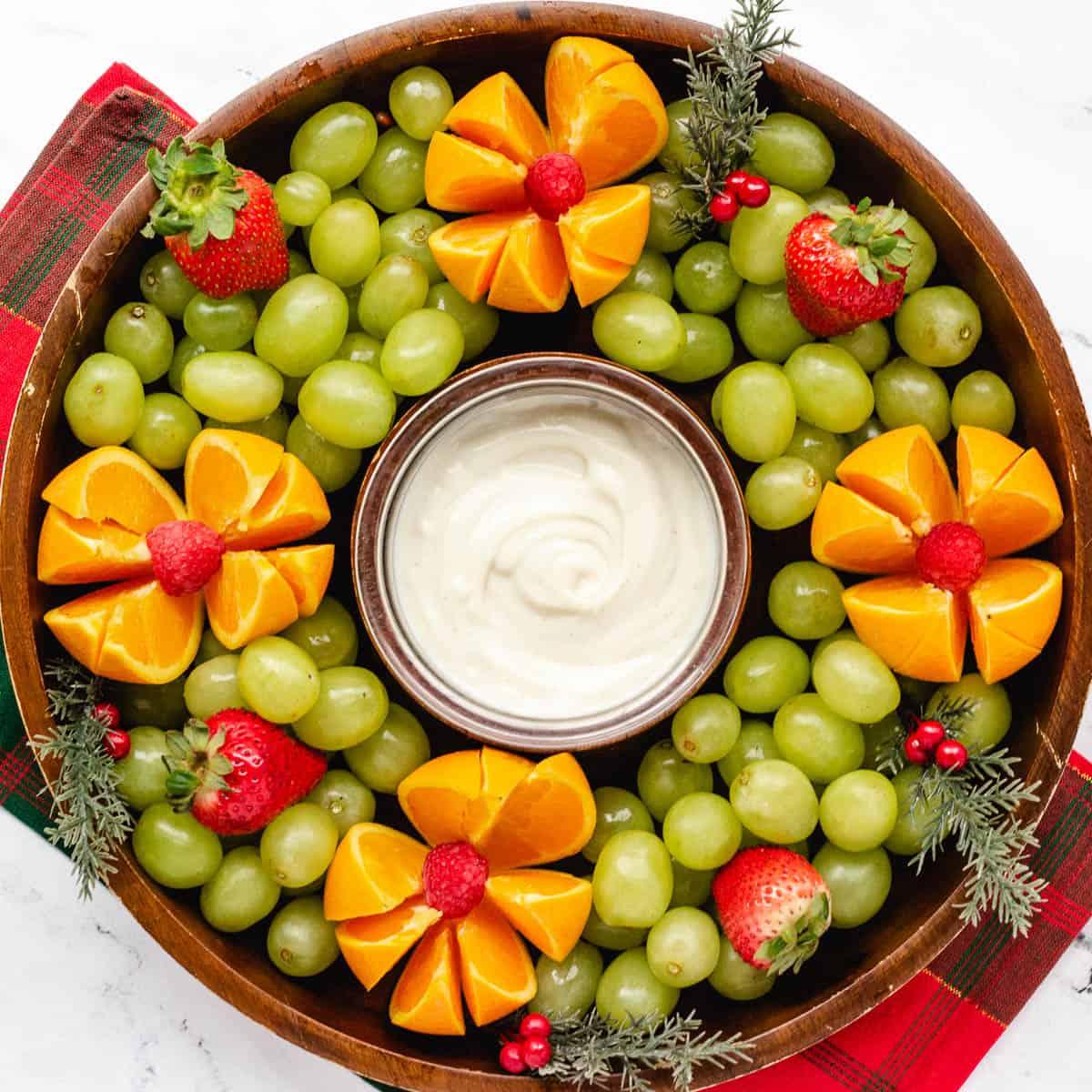 Christmas Fruit Platter An Easy Holiday Fruit Wreath Keeping The Peas