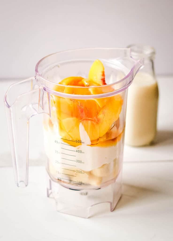 banana peach smoothie ingredients in blender