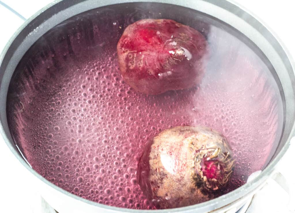 beetroot bulbs in boiling water