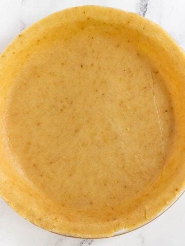 unbaked gluten free pie crust in pie dish