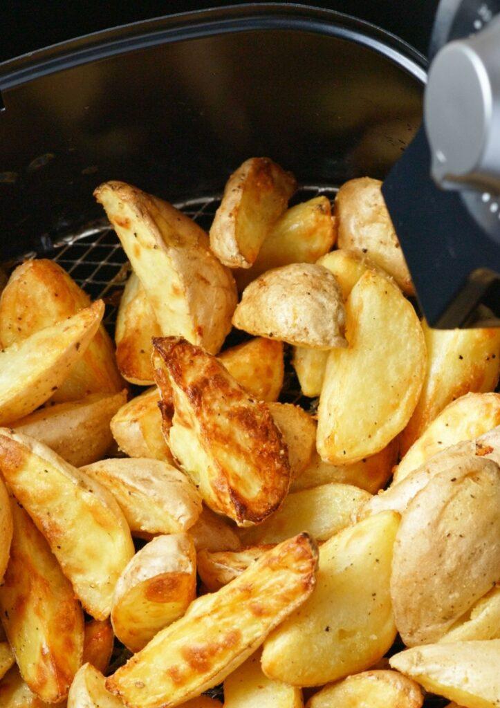 potato wedges in air fryer basket